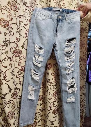 Рваные джинсы,классная фирма,размер 40-42,44