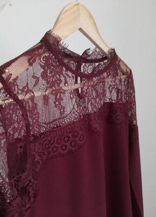 Блуза з кружевом бордового винного кольору прямого крою