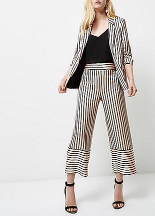 Актуальные брюки кюлоты в пижамном стиле №194