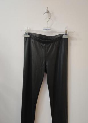 Черные тонкие леггинсы под кожу, кожаные лосины
