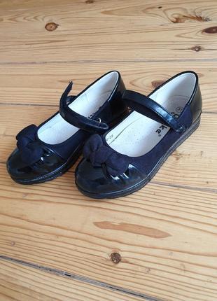 Красивые туфли на девочку 5 - 7 лет. по стельке 20 см.
