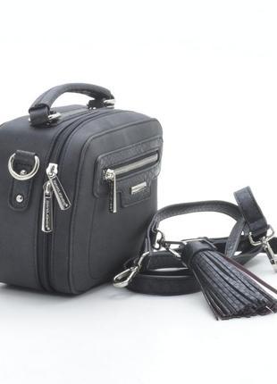 Мини сумочка-чемоданчик с кисточкой чёрная отличное качество!