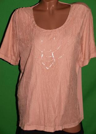 Пудровая нежная футболка (хл) спереди гиппюровая вставка, замечательно смотрится.