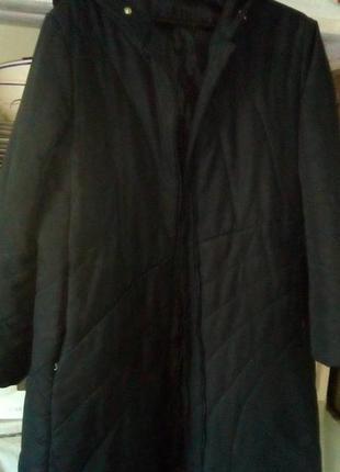 Черное пальто с капюшоном на синтепоне 50-54р