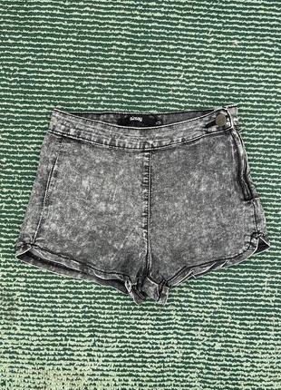 Короткие джинсовые шорты sinsay