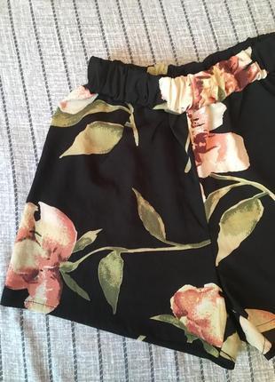 Очень красивые стильные летние шорты в цветочный принт тренд 2021