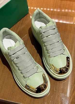 Модные женские кроссовки с металлическим носком