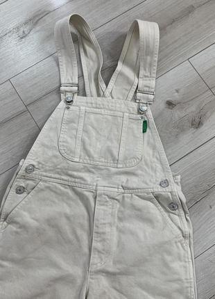Бежевый джинсовый комбинезон zara