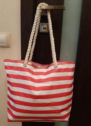 Вместительная пляжная сумка с канатными ручками