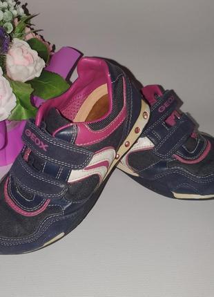 Классные фирменные кроссовки geox размер 32