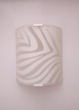 Светильник на стену бра --- возможен монтаж на потолок