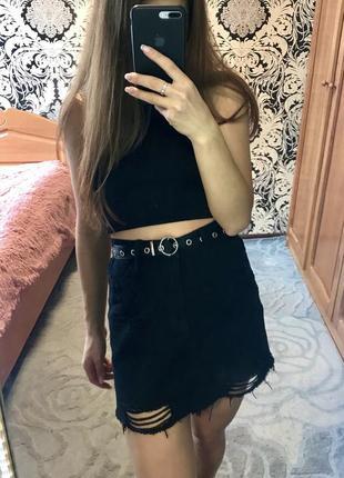 Чёрная джинсовая юбка с рваностями