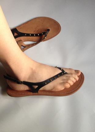Кожаные босоножки черные сандалии вьетнамки