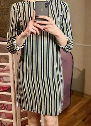 Легкое платье в полоску , классика , красивое , строгое