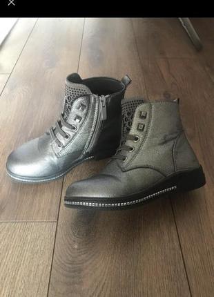 Срібні черевики ботинки чоботи