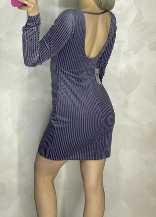 Велюровое сиренево-голубое платье с открытой спиной