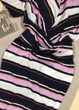 Шикарное платье по фигуре в полоску.4 фото