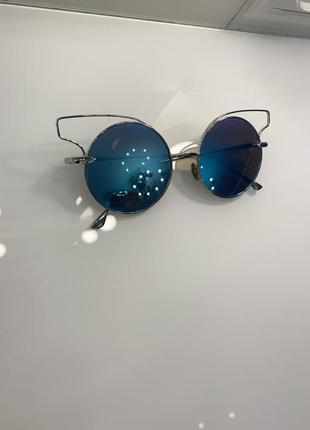 Очки с цветной линзой