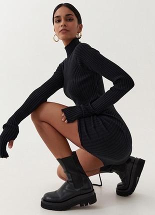 Красива трикотажна сукня з зав'язками для регулювання довжини