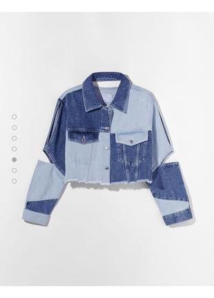 Двухцветная джинсовая куртка с вырезом, укороченая
