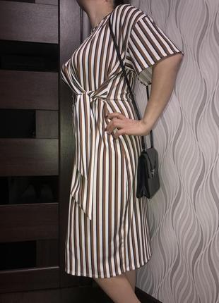 Кремовое платье миди в полоску