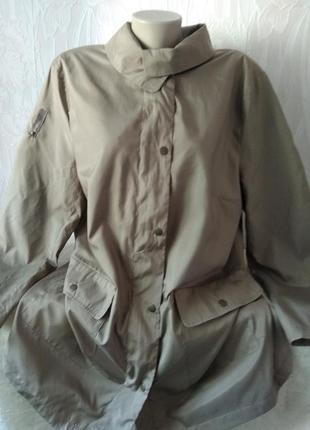 Лёгкая куртка на подкладке большого размера.