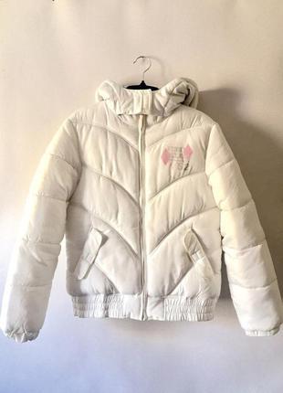 Белая теплая дутая куртка here&there