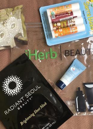 Подарок/набор: бальзамы для губ, крем, косметичка, резинки, маска