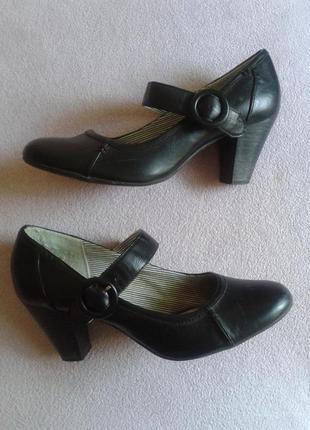Чёрные кожаные туфли на среднем каблуке  27см