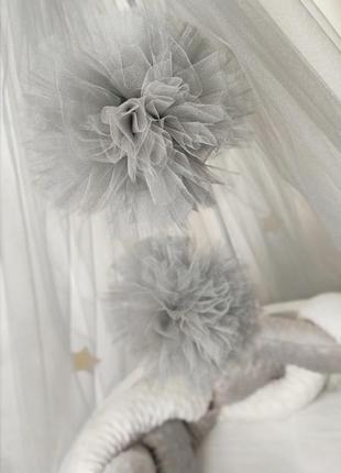 Балдахин в кроватку с помпонами
