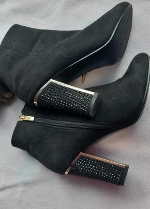 Ботинки полуботинки шикарные на каблуке черные