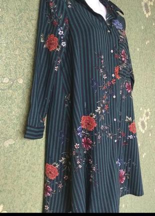 Классное легкое платье рубашка чёрное зелёное в полоску с цветочным принтом stradivarius