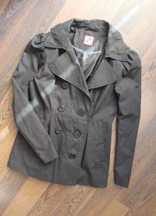 Черное пальто тренч