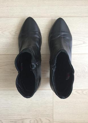 Демисезонные ботинки на каблуке3