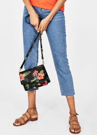 Bershka сумка клатч чёрный цветочный привет яркий стильная сумка летняя