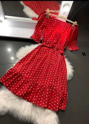 Шикарное платье в горошек