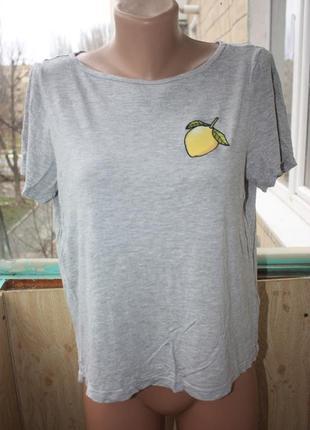 Стильная футболка с вышивкой лимон