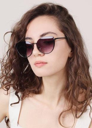 Стильные очки солнцезащитные чёрные актуальные