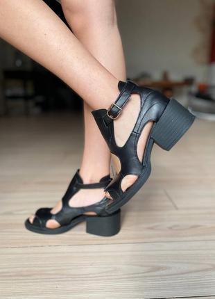 Женские босоножки на каблуке натуральная кожа