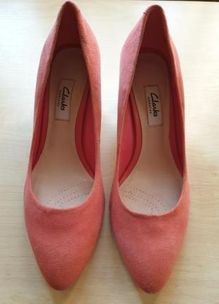 Туфли бренда clarks, замшевые, на устойчивом каблуке, коралловые