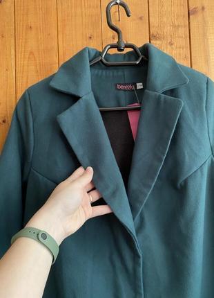 Стильное изумрудное пальто / тренч