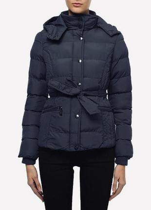 Чёрная куртка - пуховик от alcott с капюшоном
