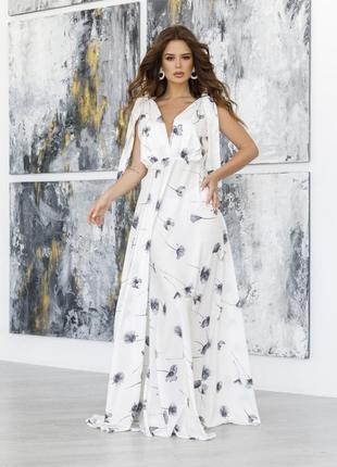 Белое длинное платье с декольте