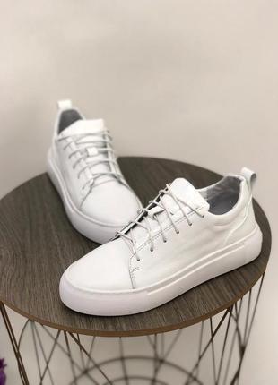 Женские кожаные белые кеды на шнурках