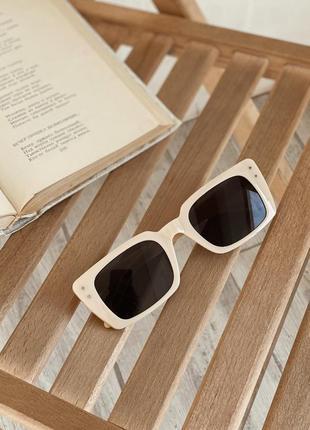Очки солнцезащитные матовые прямоугольные  бежевые