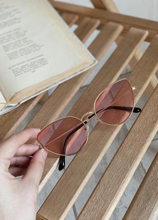 Очки солнцезащитные кошачьей формы розовые