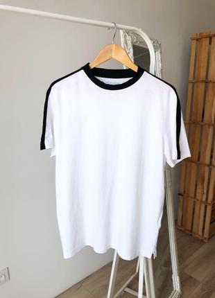 Біла футболка з лампасами