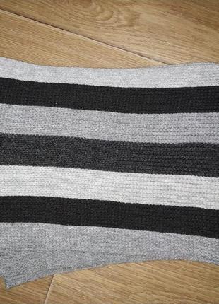 Теплый шарф в полоску серо-черный