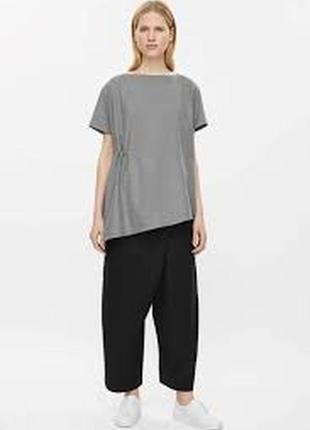 Серая авангардная асимметричная блуза cos с драпировкой рубаха