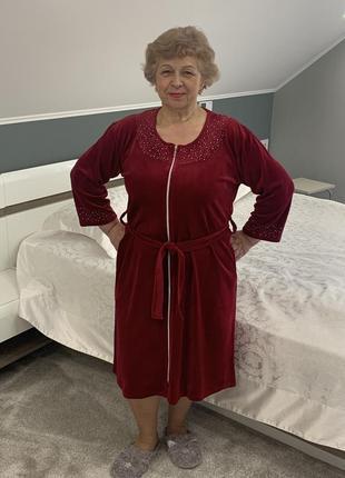 Велюровый женский халат стильных цветов. большие размеры